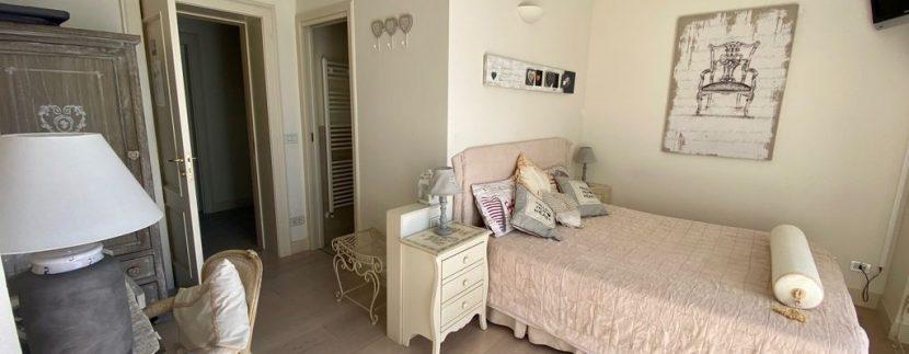 Villa Front Lake Como Dervio  - bedroom