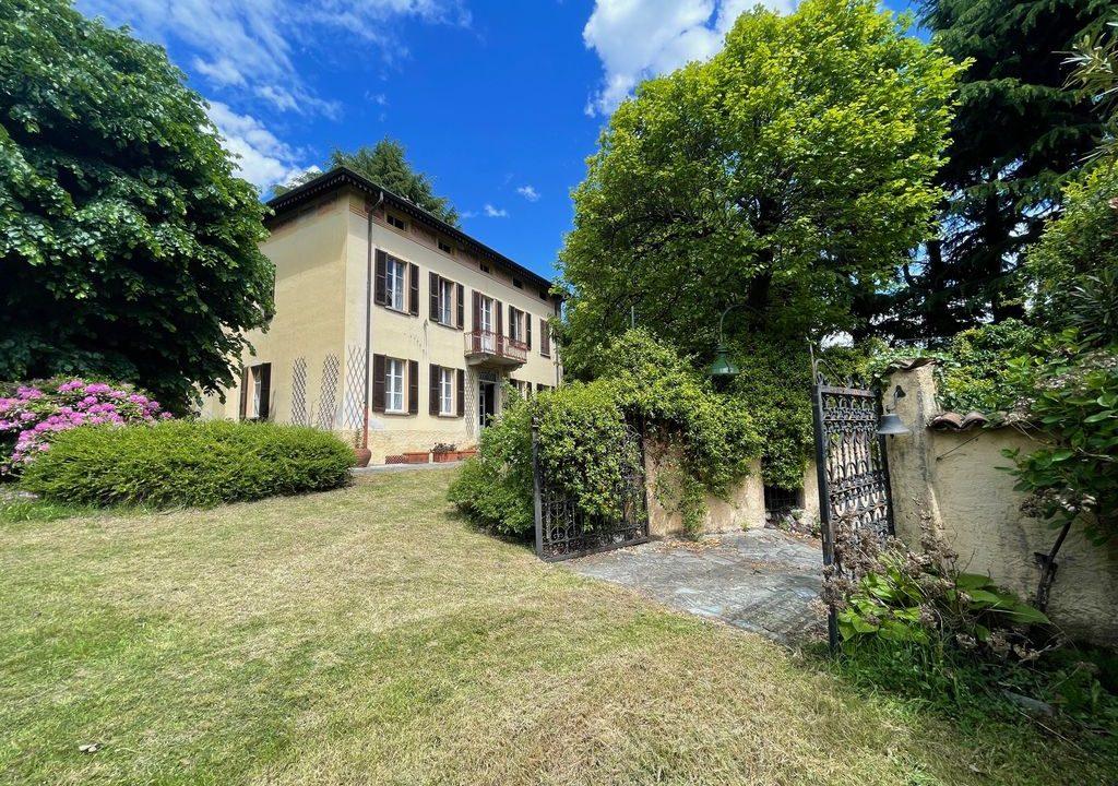 Lake Como Period Villa with Park Domaso