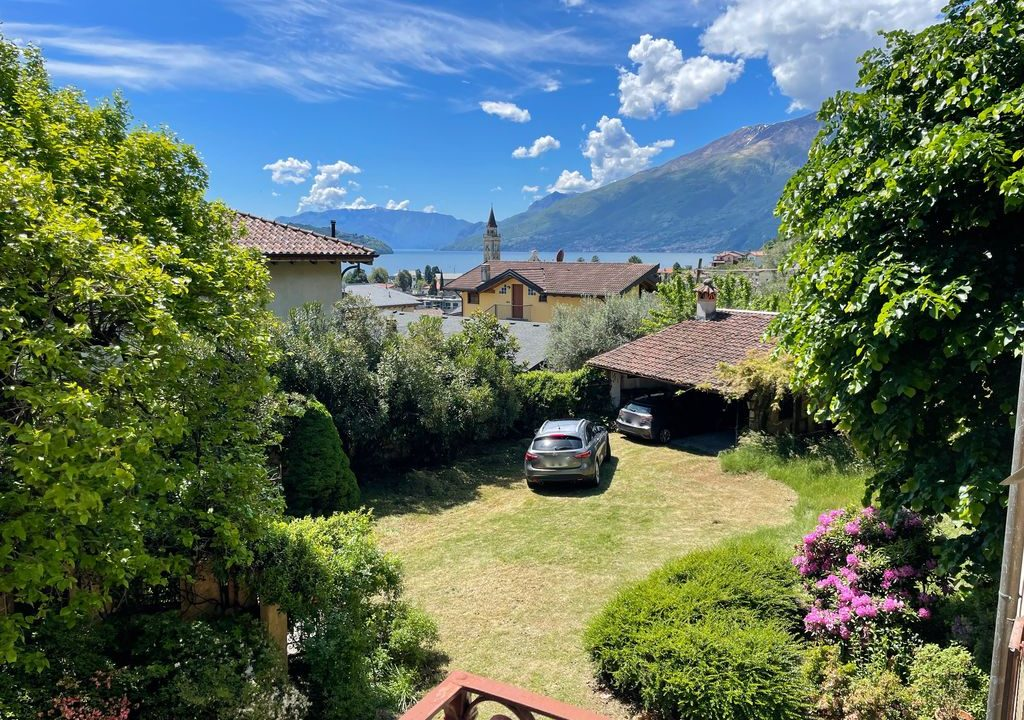 Lake Como Period Villa with Park Domaso - view
