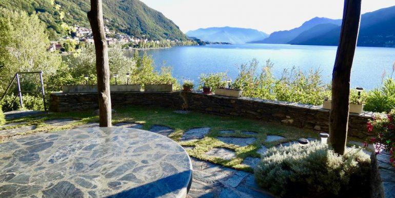 Villa Front Lake Como with beach