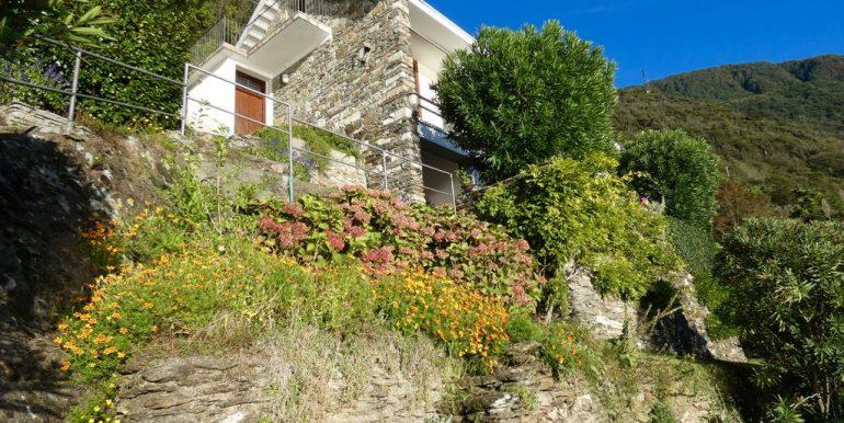 Villa Front Lake Como with parking