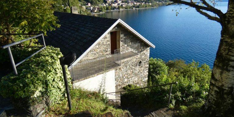 Villa Front Lake Como with garden