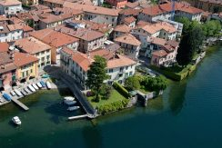 Villa Mandello del Lario quiet and central position