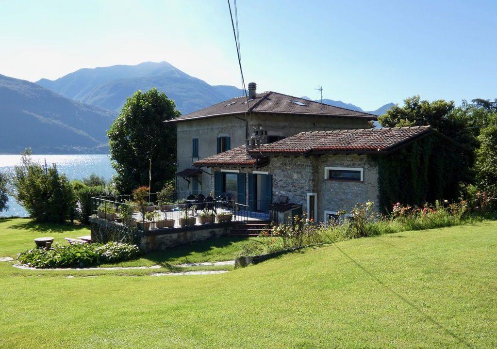 Villa Front Lake Pianello del Lario sunny location