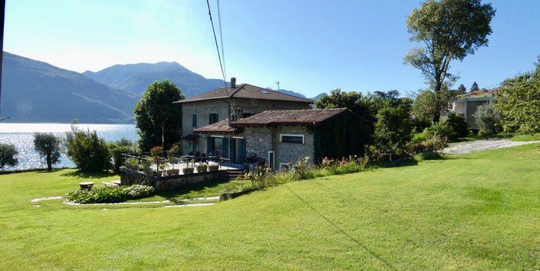 Villa Front Lake Pianello del Lario sunny