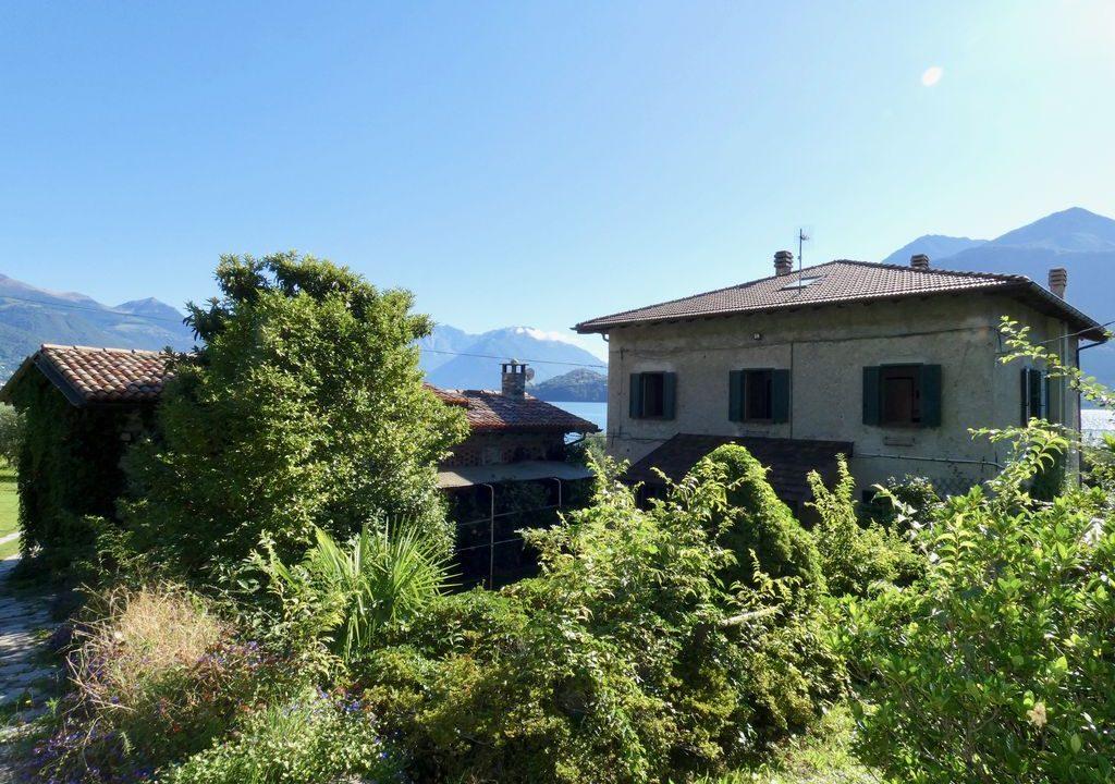 Villa Front Lake Pianello del Lario centra location