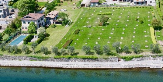 Villa Front Lake with Dock Pianello del Lario Lake Como