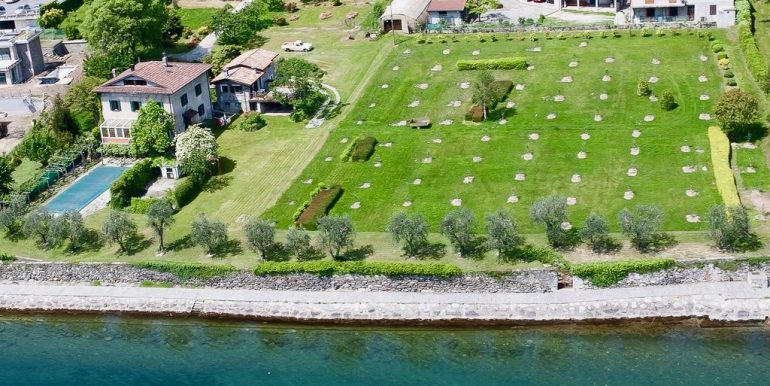 Villa Front Lake Pianello del Lario sunny location