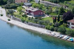 Pianello del Lario Front Lake with dependance
