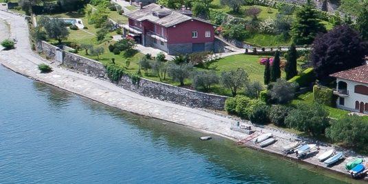 Pianello del Lario Front Lake Villa with Swimming Pool