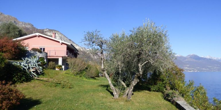 Pianello del Lario Front Lake Villa with Swimming Pool near Menaggio