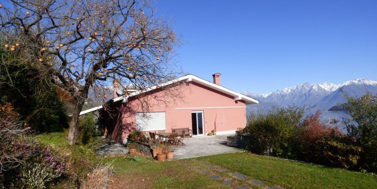 Pianello del Lario Front Lake Villa with Swimming Pool with private garden
