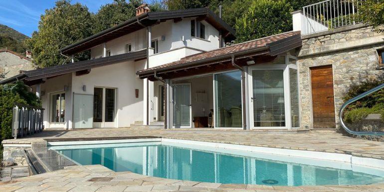 Lake Como Villa with Swimming Pool Gravedona ed Uniti - garage