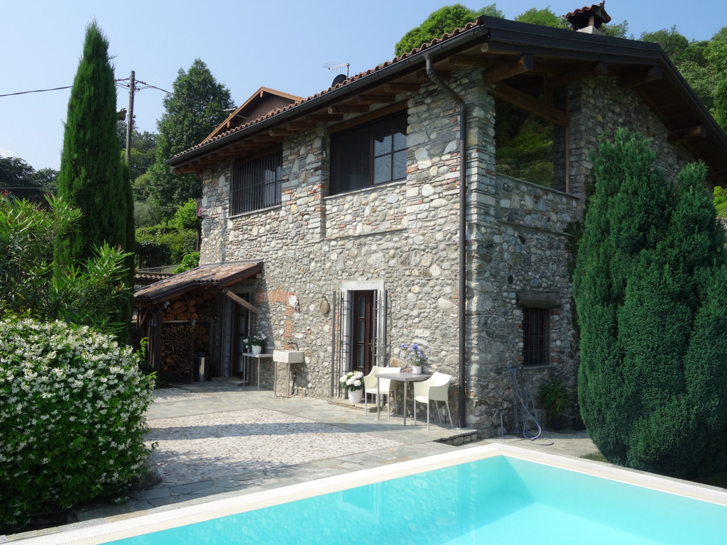Rustico Griante with garden, swimming pool and lake view