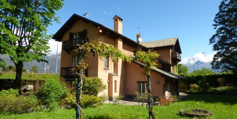 Lake Como Colico Independent Villas with Park with storage