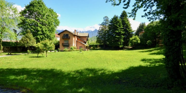 Lake Como Colico Independent Villas with Park - land