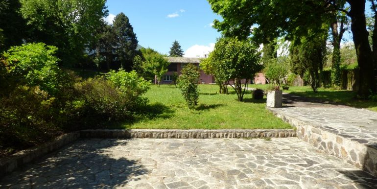 Lake Como Colico Independent Villas with Park - well planted garden