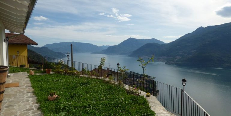 Detached Villa with Lake View - Dervio