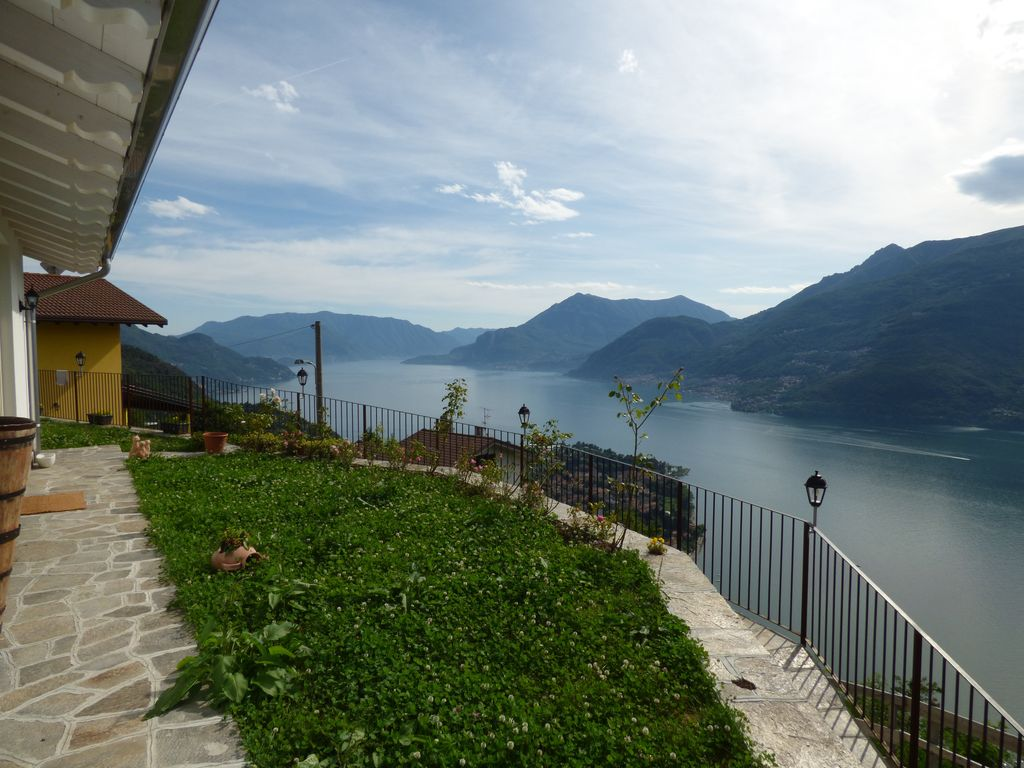 Detached Villa with Lake View – Dervio