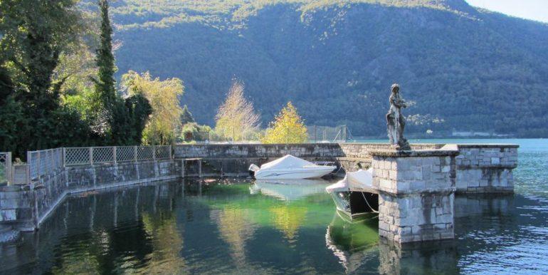 Colico Villa Front Lake with 3 bathrooms