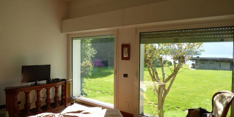 Colico Villa Front Lake - living room