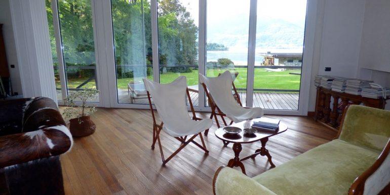 Colico Villa Front Lake inside