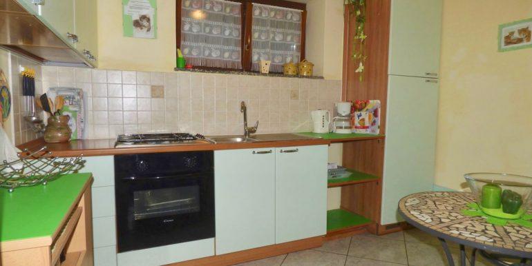 Independent Villa Gera Lario furnished kitchen