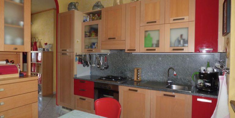 Independent Villa Gera Lario - furnished kitchen