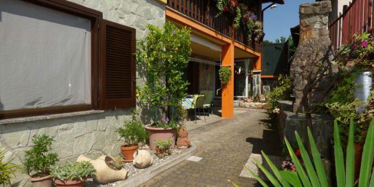 Independent Villa Gera Lario with garage
