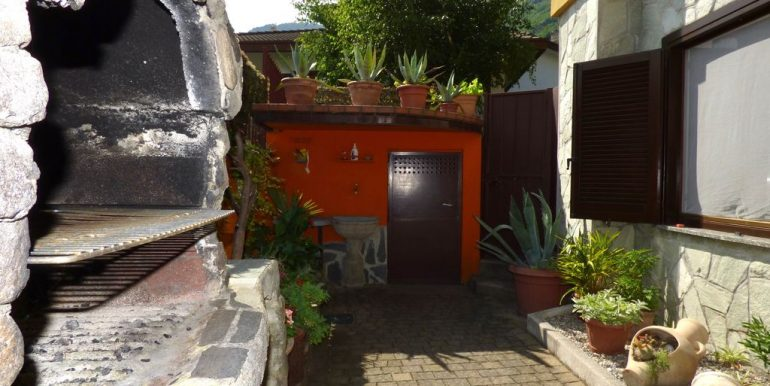 Independent Villa Gera Lario with barbecue