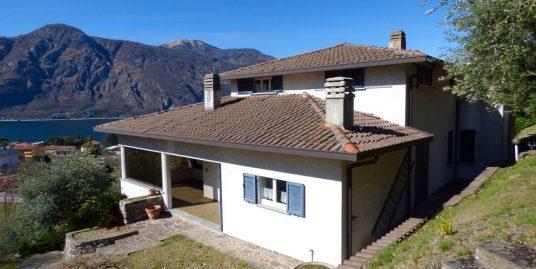 Detached Villa with Lake View – Mandello del Lario