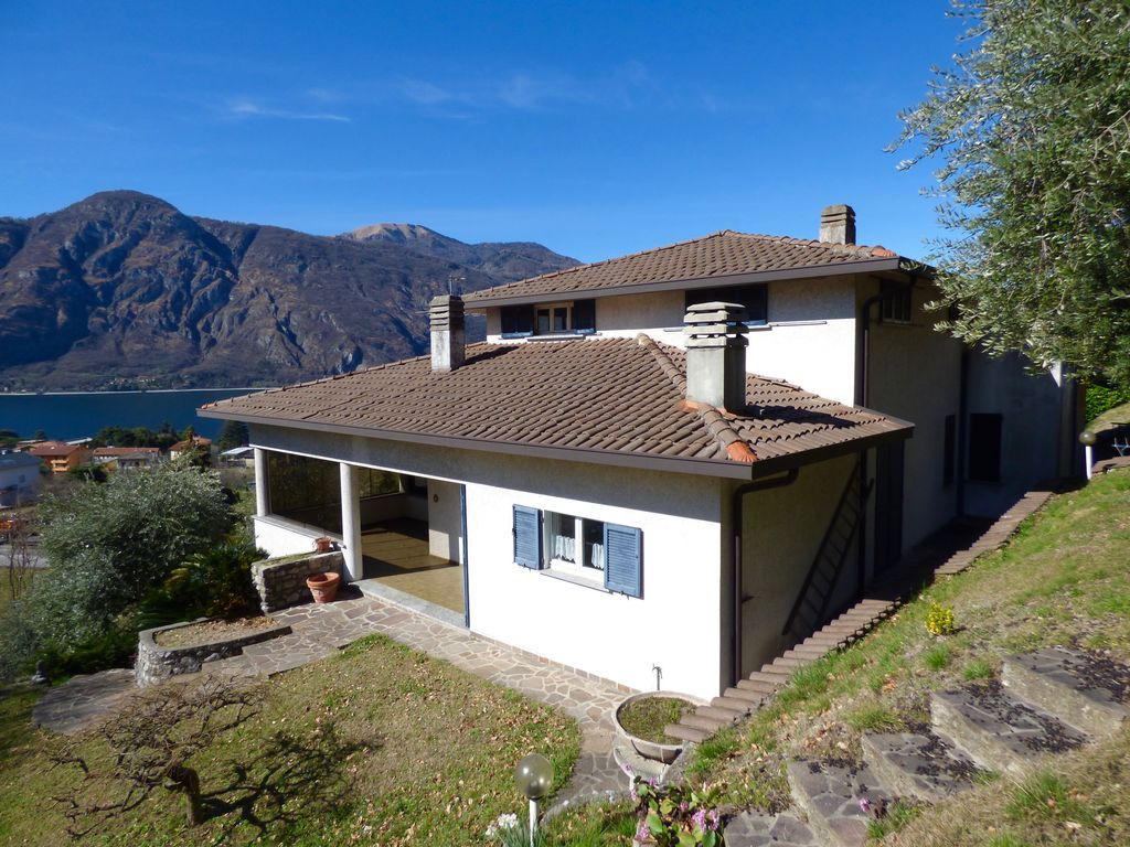 Detached Villa with Lake View – Mandello del Lario