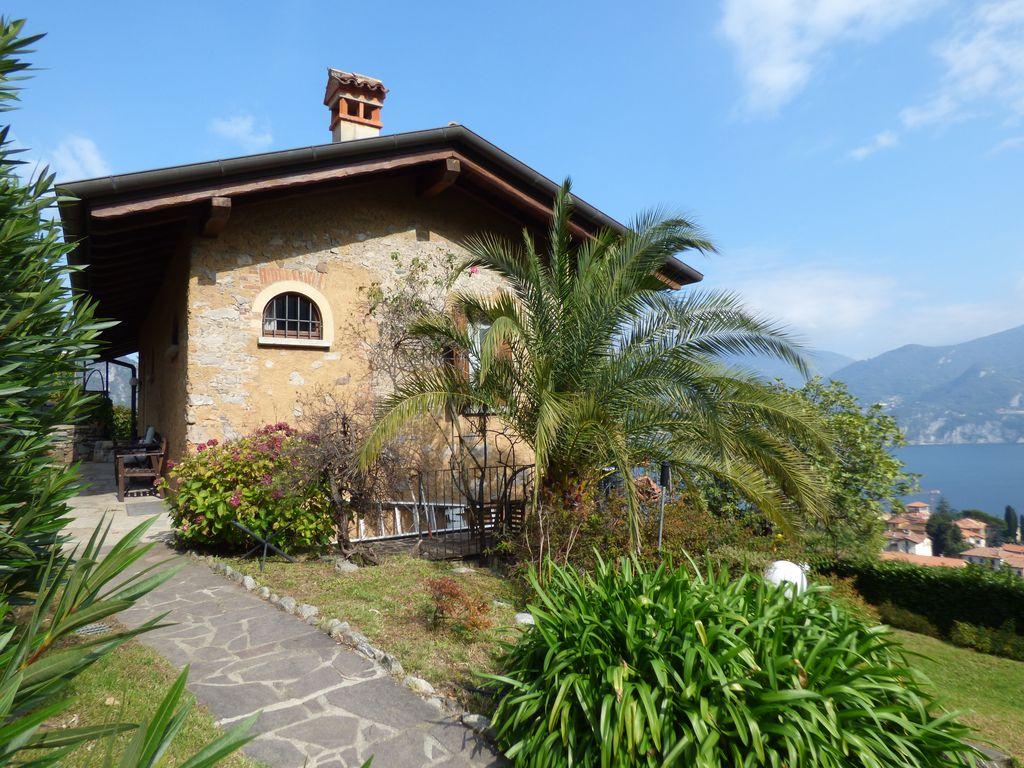Lake Como Menaggio Detached Villa with Garden