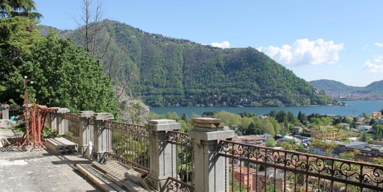 Lake Como Cernobbio Villa with Park and Lake View