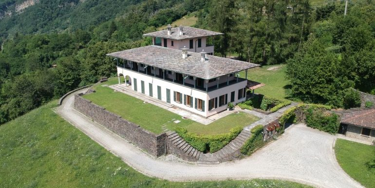 Luxury Villa Lake Como Mandello del Lario with Park Dependance