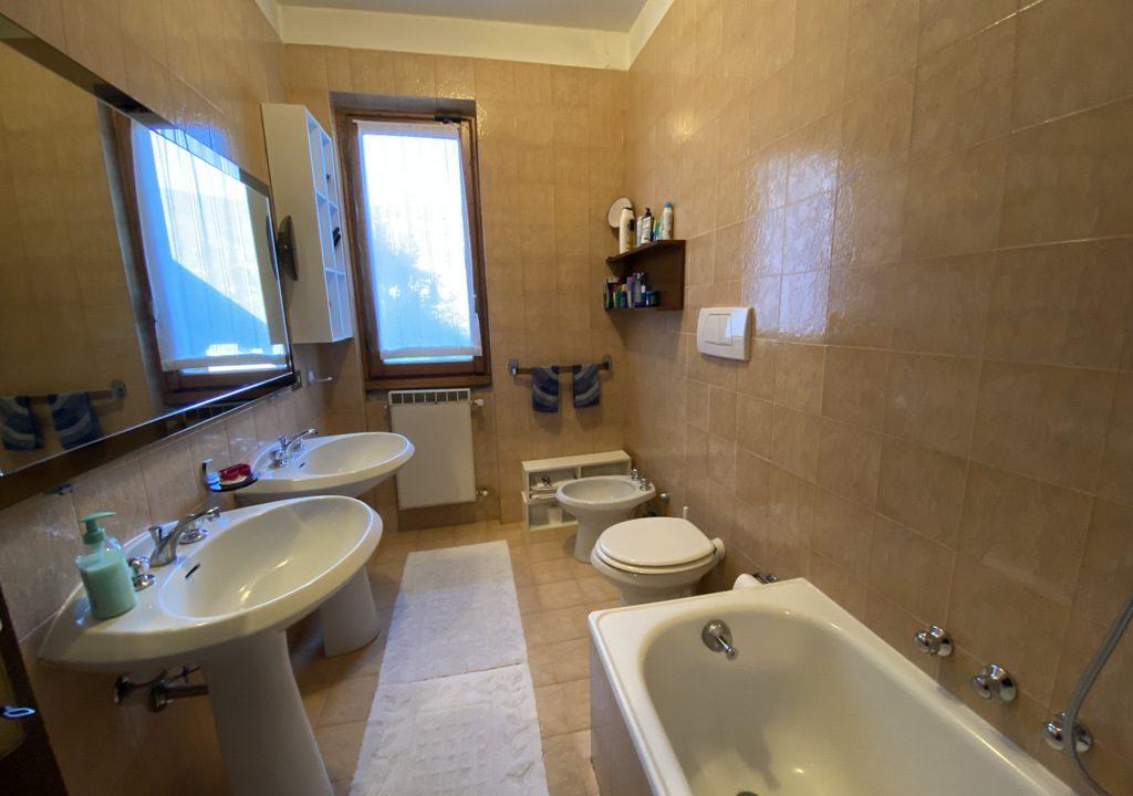 Lake Como Menaggio Villa with Terrace - bathroom