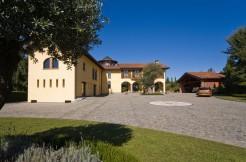 Villa with wonderful finishes