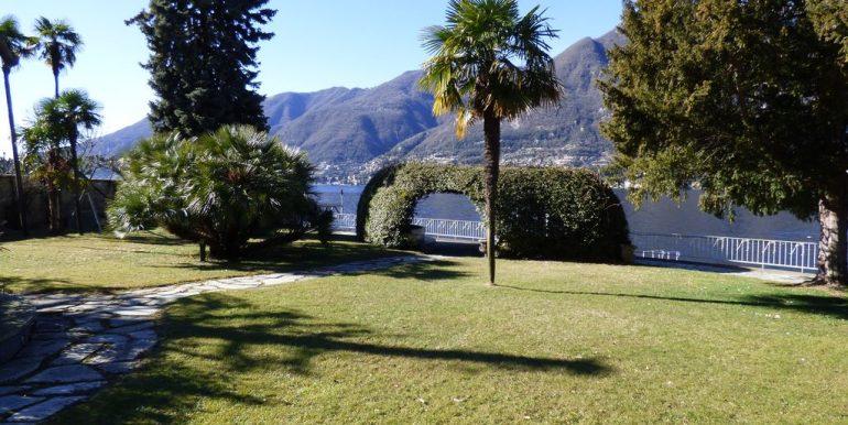 Faggeto Lario Villa with land