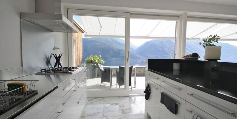 Detached Villa Cremia - kitchen