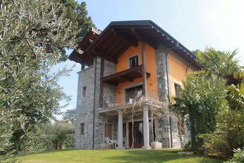 Lake como colico villa with private garden - Immagini di villette con giardino ...
