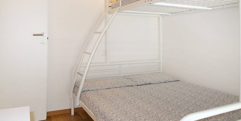 bedroom with two beds - San Siro