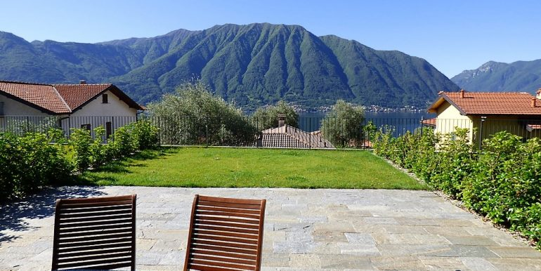 Apartment with Lake Como view and pool
