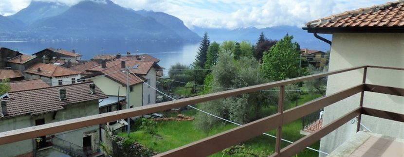 San Siro House with garden and lake view